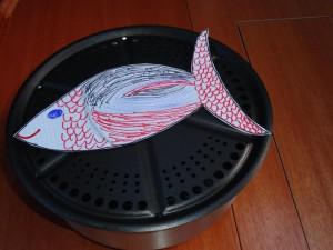 Und schon ist der erste Fisch auf dem Grill